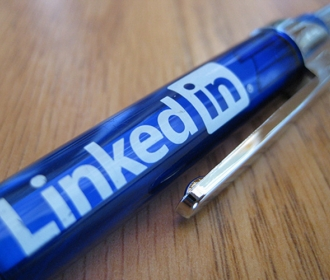 pen with the logo for LinkedIn